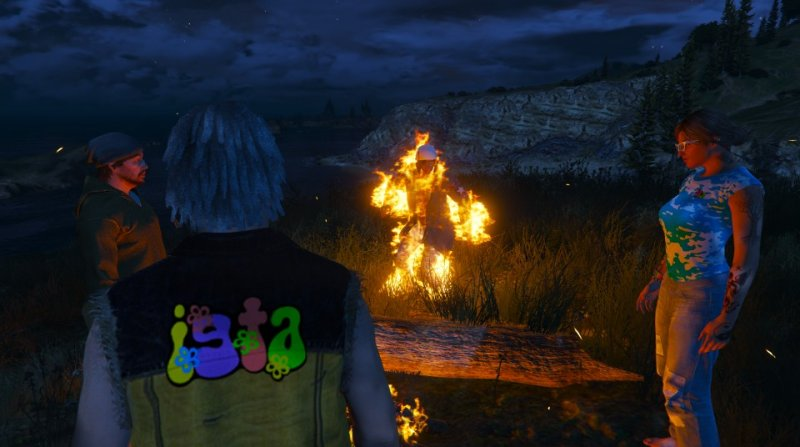 2018-05-22_Hippy56 Campfire Kuz aflame.jpg